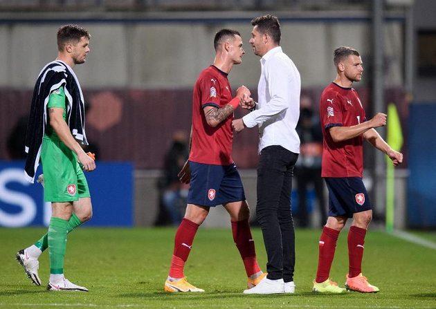 Český brankář Aleš Mandous, Roman Potočný, trenér David Holoubek a Radim Breite po utkání se Skotskem.