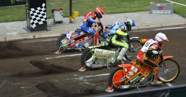 Václav Milík (16) na startu jedné z jízd při GP na Markétě.