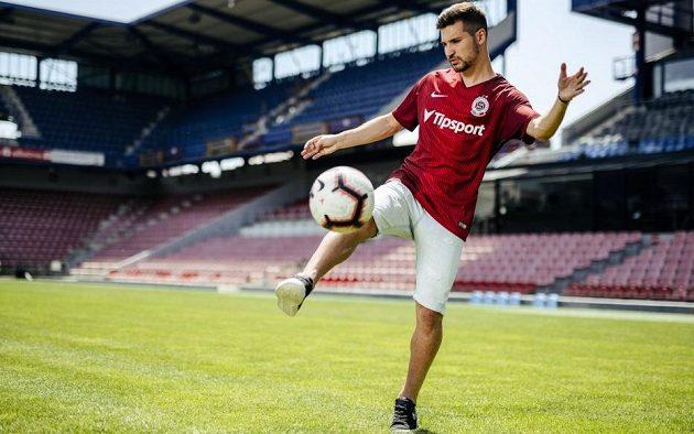 Český fotbalový reprezentant Michal Trávník se stává čtvrtou letní posilou Sparty
