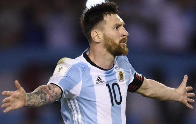 Argentinec Lionel Messi vstřelil v utkání kvalifikace o postup na MS 2018 proti Chile z penalty vítězný gól a mohl mít radost. Během utkání se ale často zlobil.