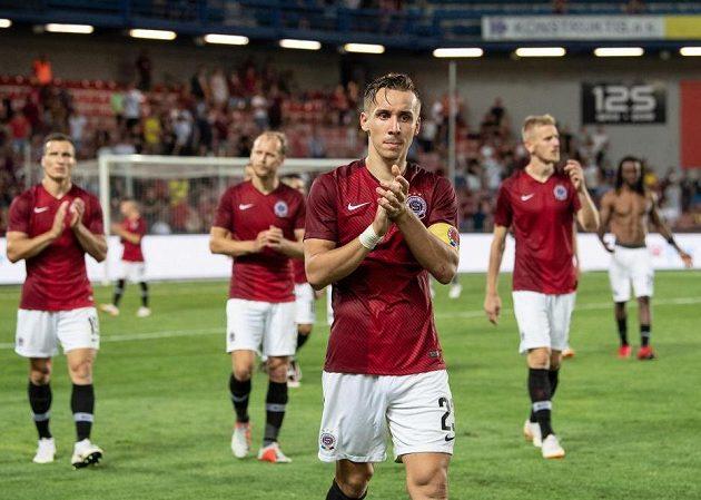 Zklamaní fotbalisté Sparty děkují fanouškům