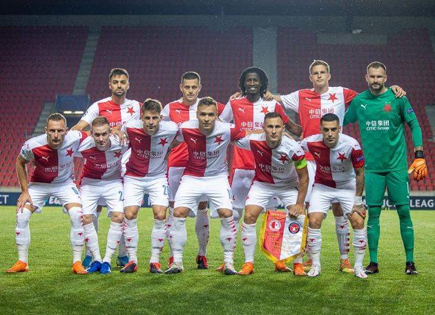 Fotbalisté Slavie před uktáním s Midtjyllandem.
