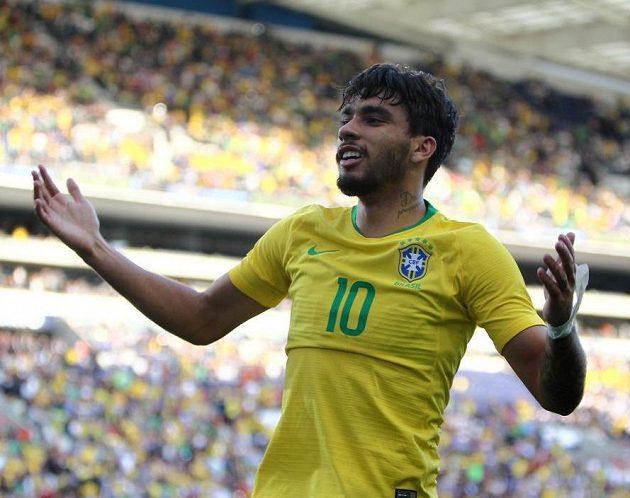 Brazilec Lucas Paquetá oslavuje gól proti Panamě.