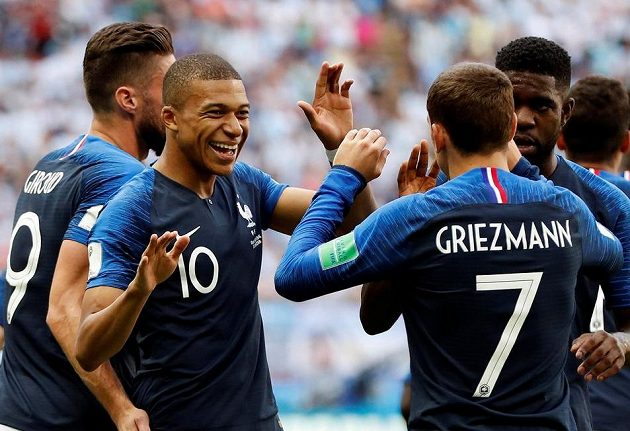 Fotbalisté Francie se radují.