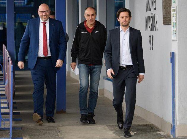 Zleva generální ředitel Sparty František Čupr (vlevo), nový trenér Václav Kotal a sportovní ředitel Tomáš Rosický.