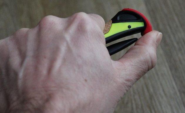 Běžecké hole Leki Micro Trail Pro: Spoušťový mechanismus se jednoduše ovládá palcem.