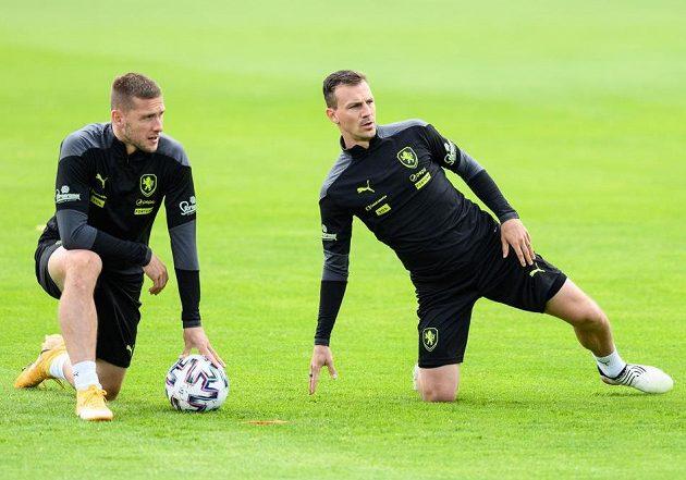 Pavel Kadeřábek a Vladimír Darida během tréninku fotbalové reprezentace.