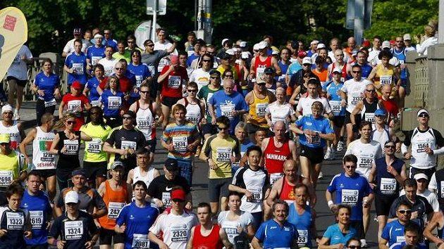 Pražský maratón si tradičně nenechaly ujít tisíce milovníků běhu.