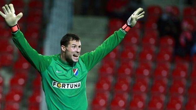 Brankář Baníku Ostrava Michal Daněk se raduje z remízy na hřišti Slavie.