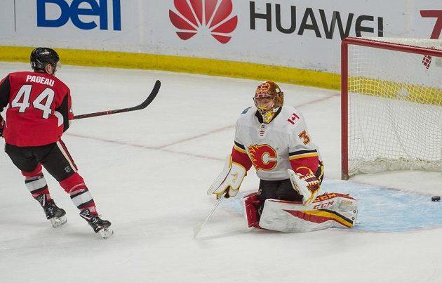 Jedinou branku dostal gólman Calgary Flames David Rittich v Ottawě ze samostatného nájezdu. Překonal jej Jean-Gabriel Pageau, Calgary ale stejně slaví výhru.
