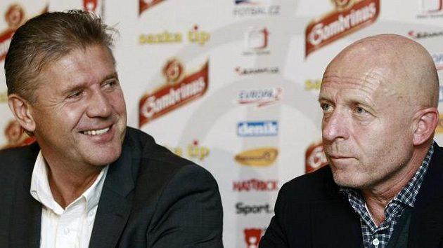 """Trenéři pražských """"S"""" Jozef Chovanec (vlevo) a Karel Jarolím na tiskové konferenci před derby."""