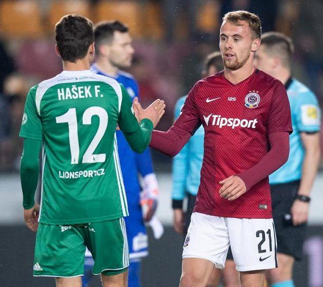 Filip Hašek z Bohemians (vlevo) a jeho bratr Martin Hašek ze Sparty po derby.