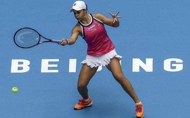 Australská tenistka Ashleigh Bartyová během utkání s Petrou Kvitovou na turnaji v Pekingu.