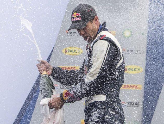 Martin Šonka v lázni šampaňského.