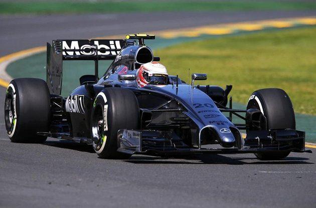 McLaren řízený Kevinem Magnussenem během prvního tréninku na GP Austrálie.