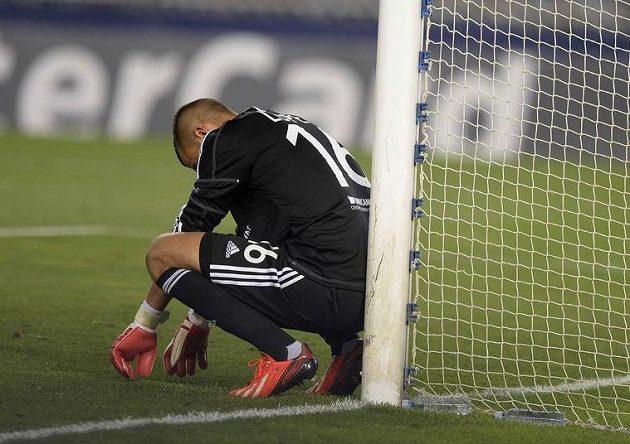 Zklamaný brankář Lyonu Anthony Lopes.