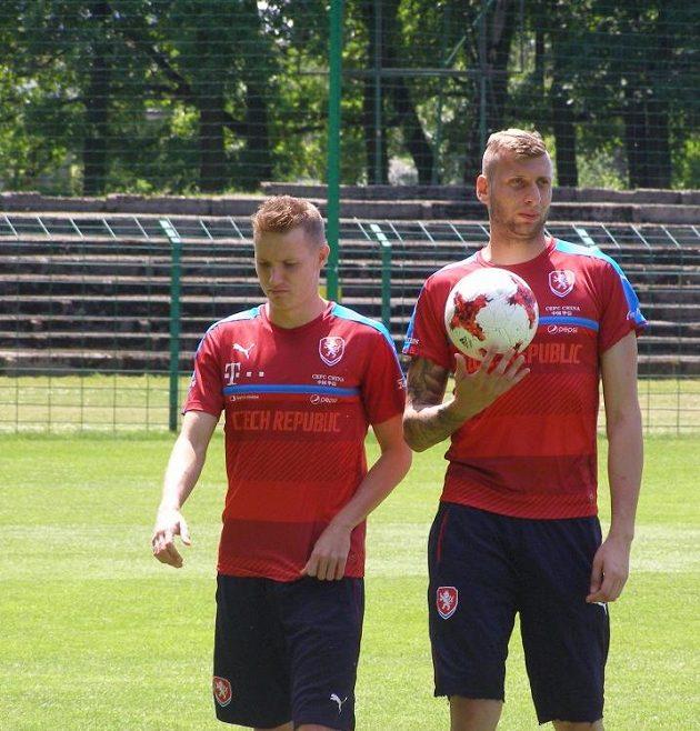 Záložník Jakub Jankto (vlevo) a brankář Lukáš Zima po tréninku na mistrovství Evropy hráčů do 21 let.