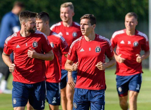 Ondřej Čelůstka ze Sparty Praha a David Pavelka během tréninku před odvetou s Rapidem Vídeň.