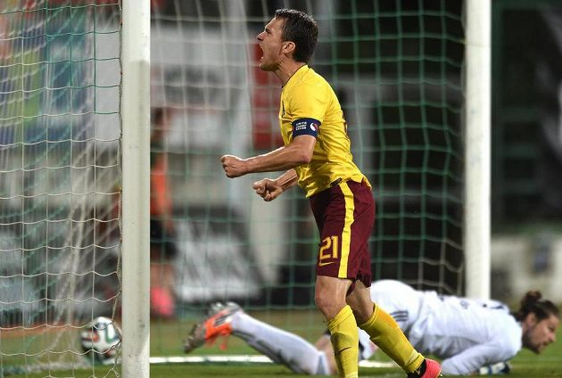 David Lafata oslavuje vítězný gól v Příbrami.