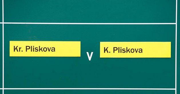 Kuriozita v Birminghamu. Ve druhém kole proti sobě nastoupila česká dvojčata. Kristýna Plíšková nakonec porazila slavnější sestru Karolínu ve třech setech.