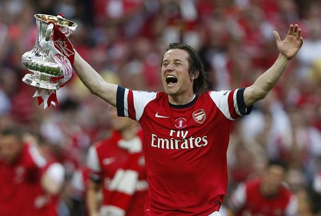 Tomáš Rosický v Arsenalu nedávno slavil zisk FA Cupu.
