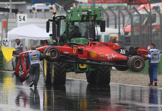 Ferrari Charlese Leclerca se nakládá...