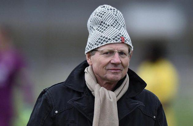 Trenér Vlašimi Vlastimil Petržela během přípravného utkání na Spartě.