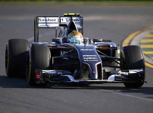Sauber řízený Estebanem Gutierrezem během druhého tréninku na GP Austrálie.