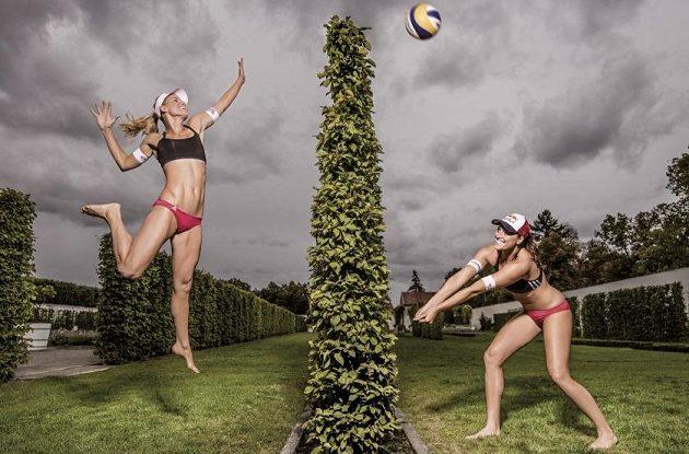 Barbora Hermannová a Markéta Sluková, úspěšné plážové volejbalistky.