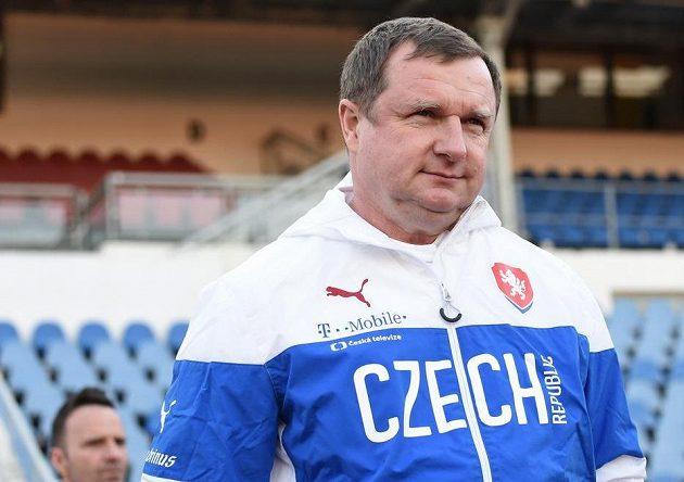 Trenér Pavel Vrba během tréninku české fotbalové reprezentace před utkáním s Lotyšskem.