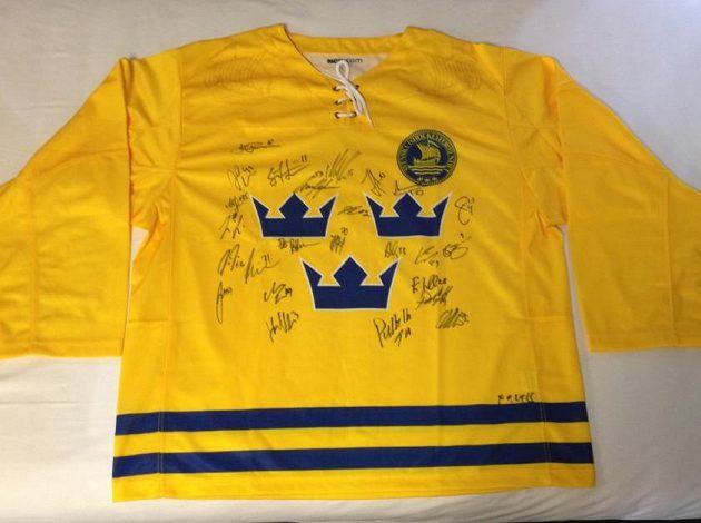 Dres Švédska podepsaný hráči týmu Tří korunek.