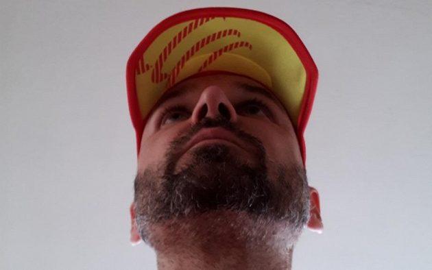 Kšiltovka CompresSport Pro Racing Ultralight Cap - žlutý spodek kšiltu mě někdy iritoval.