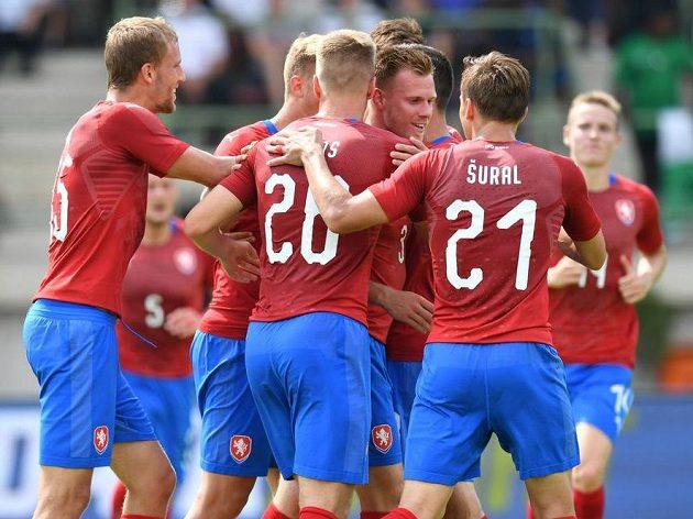 Radost českých fotbalistů z gólu proti Nigérie.