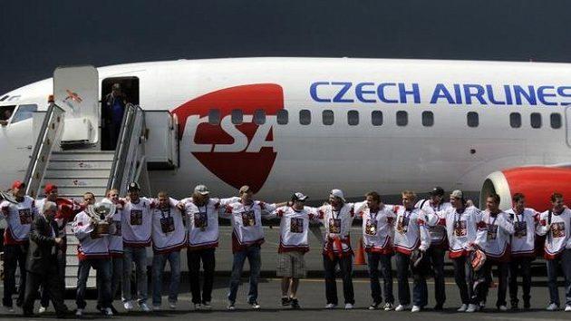 Hokejisté po návratu z mistrovství světa.