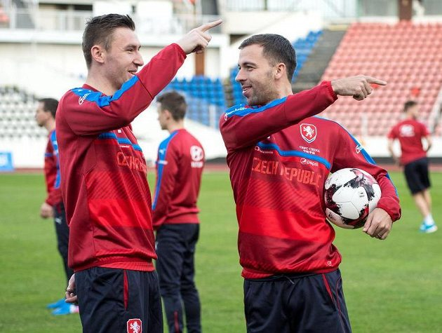 Slávisté Josef Hušbauer (vpravo) a Jaromír Zmrhal během tréninku fotbalové reprezentace.