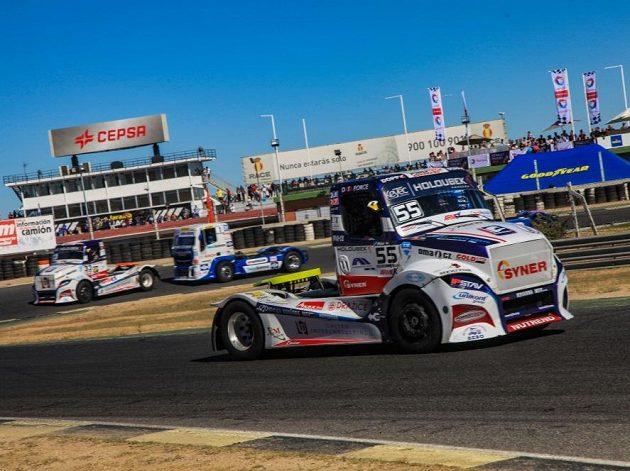 Nový šampión Adam Lacko při titulové jízdě v Jaramě.