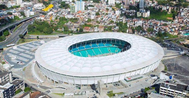 Arena Fonte Nova v Salvadoru měla v minulosti drobný problém - zřítila se část střechy.