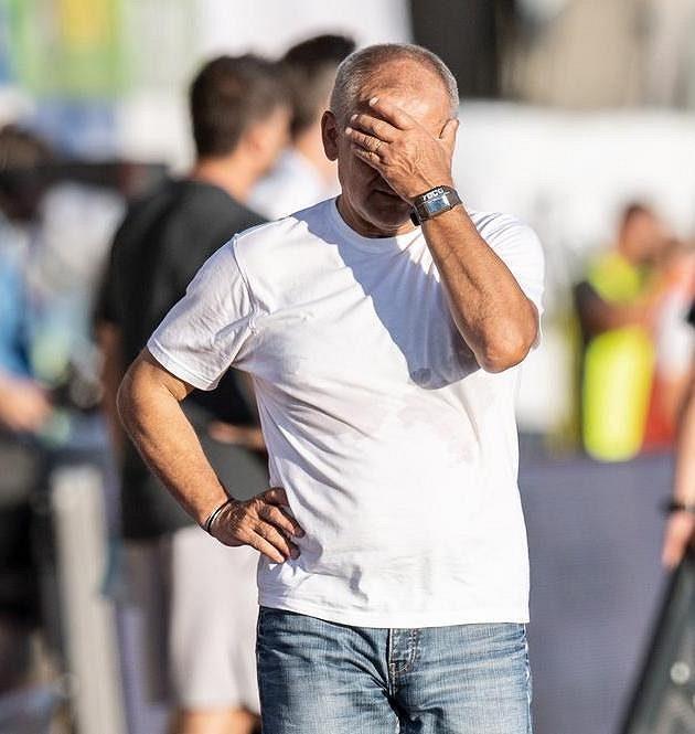 Stále bez bodu... Zklamaný trenér Jablonce Petr Rada po porážce se Spartou.