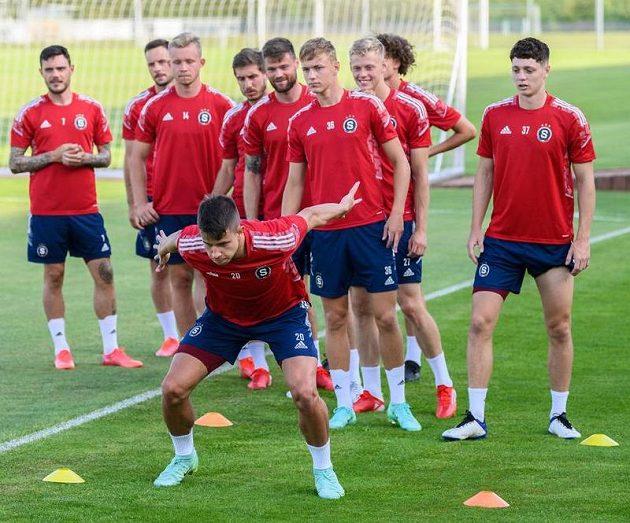 Adam Hložek ze Sparty Praha během tréninku před odvetou s Rapidem Vídeň.