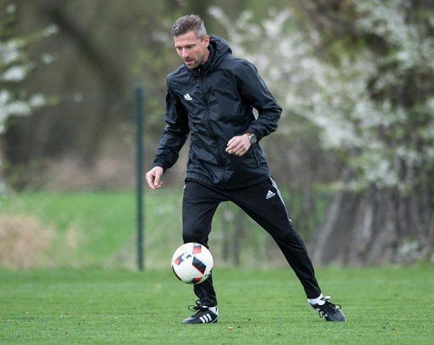 S míčem si trenér Martin Hašek stále rozumí...