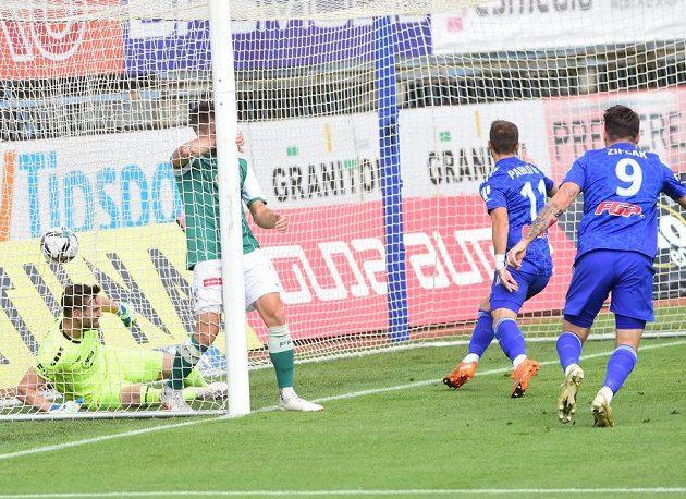 Olomoucký González (číslo 11) dal Jablonci rychlý gól.