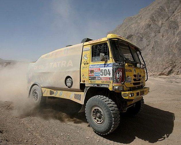 Tatra posádky A. Loprais, Kalina, Holáň při šesté etapě Rallye Dakar.