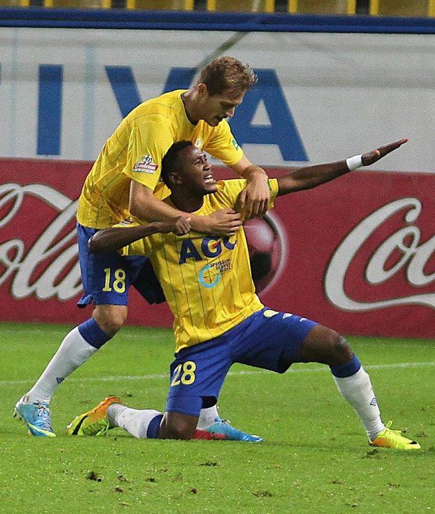 Tepličtí Franci Litsingi a David Jablonský (vlevo) oslavují třetí gól.