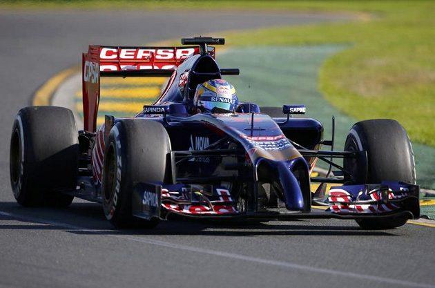 Toro Rosso řízené Jean-Ericem Vergnem během druhého tréninku na GP Austrálie.