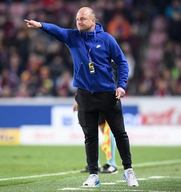 Trenér Slovanu Liberec Pavel Hoftych během utkání na Spartě.