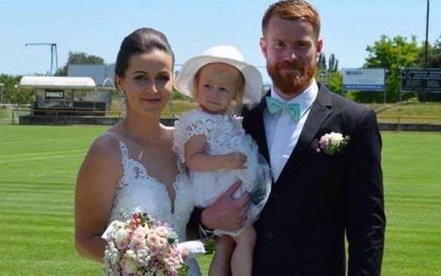 Jablonecký gólman Vlastimil Hrubý měl s přítelkyní Denisou svatbu na hřišti.