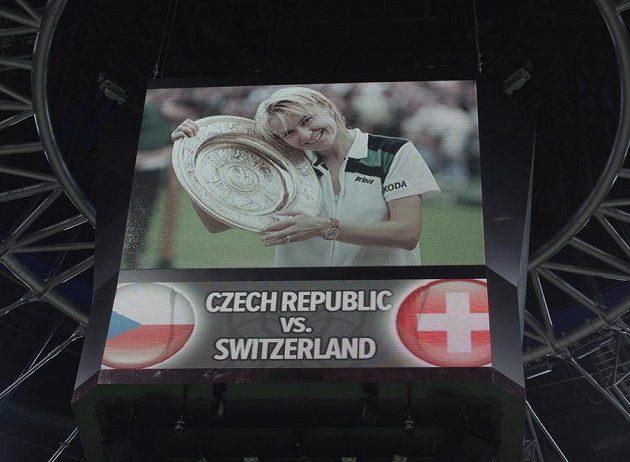 Velkoplošná obrazovka při minutě ticha za Janu Novotnou v pražské O2 areně.