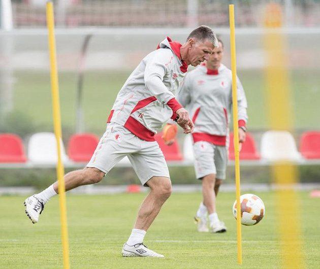 Pozor, trenér útočí! Jaroslav Šilhavý během tréninku.