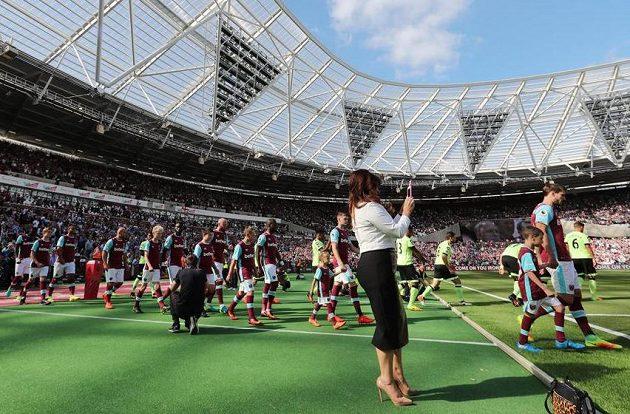Nejdražší poplatky za doprovod dětí vybírá West Ham.