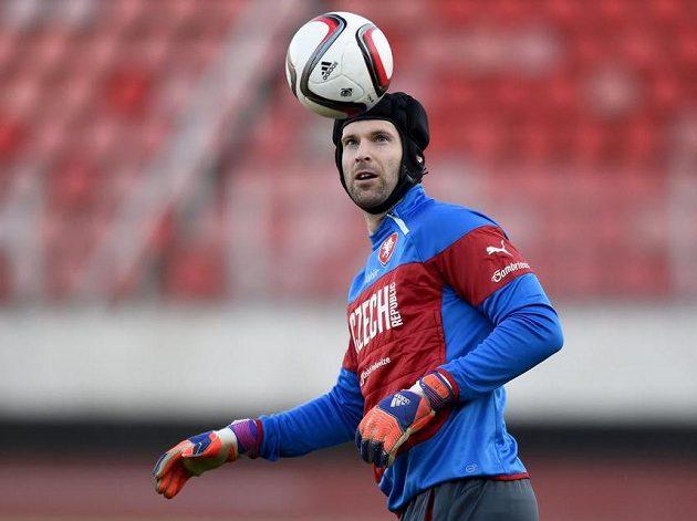 Petr Čech během tréninku fotbalové reprezentace před utkáním s Lotyšskem.